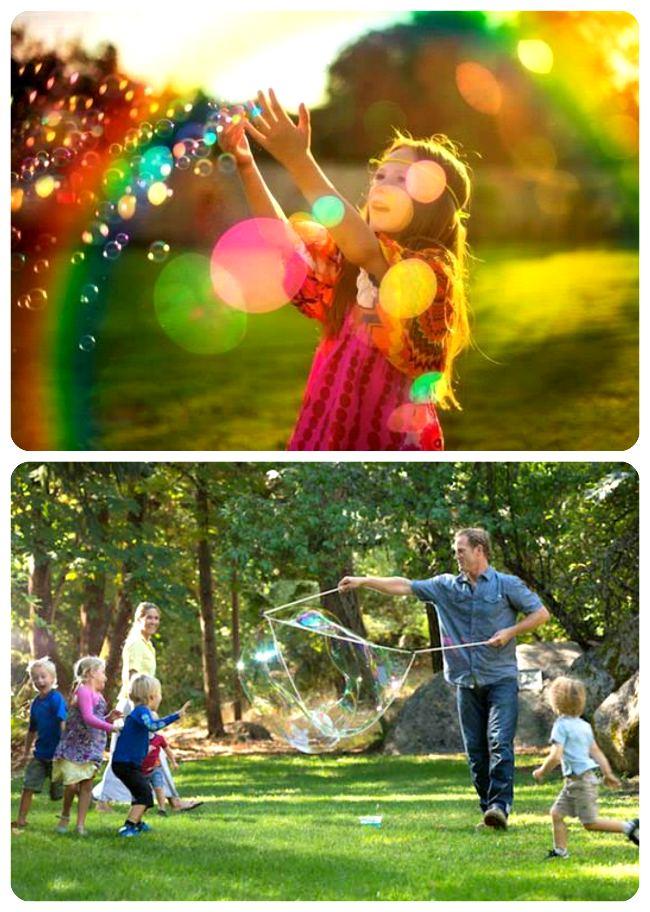 Идея семейной фотосессии с мыльными пузырями